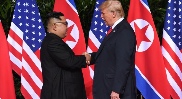 potus-donald-j-trump-meets-north-korean-leader-kim-jong-un-in-singapore-singaporesummit-625333mp4_625334