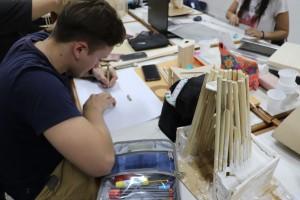 alumnos trabajando con maquetas (10)