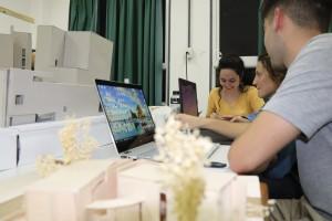 alumnos trabajando con maquetas (9)