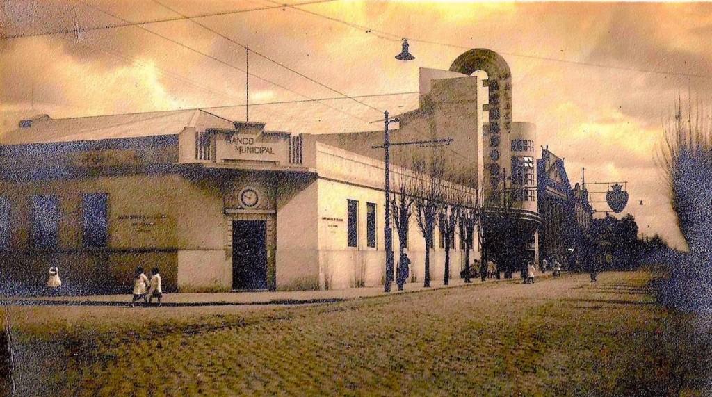 1940: Cine Echesortu - Calles Alsina y Mendoza - Foto cortesía Luis Blotta